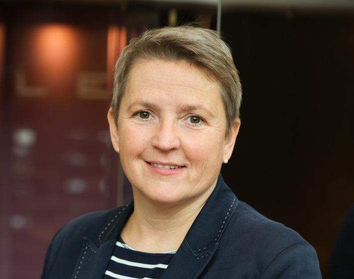 Claudia Repp, Accenture